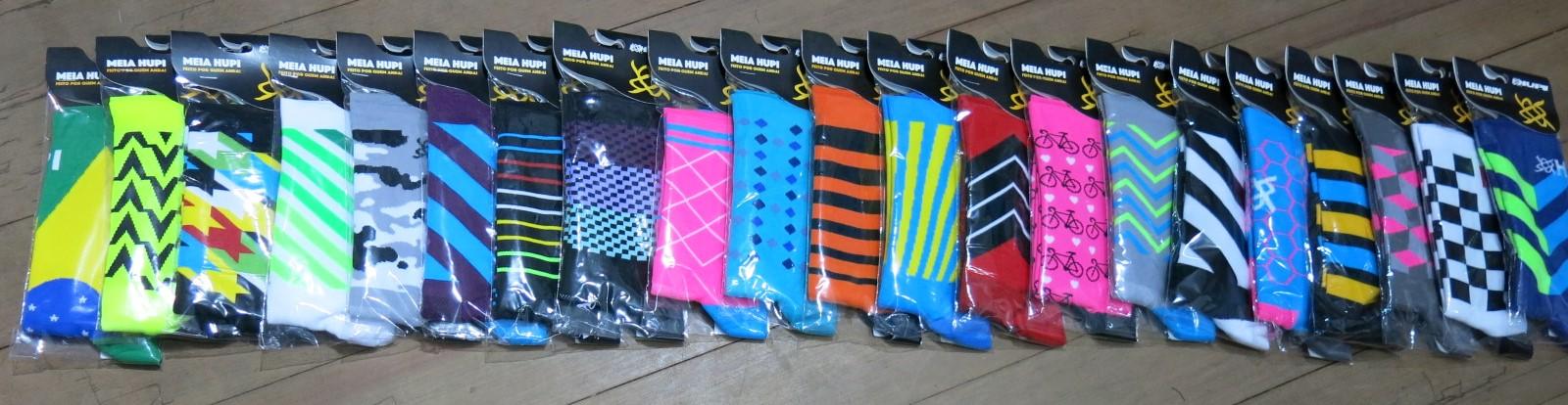 São diversos modelos das meias de ciclismo HUPI Bikes