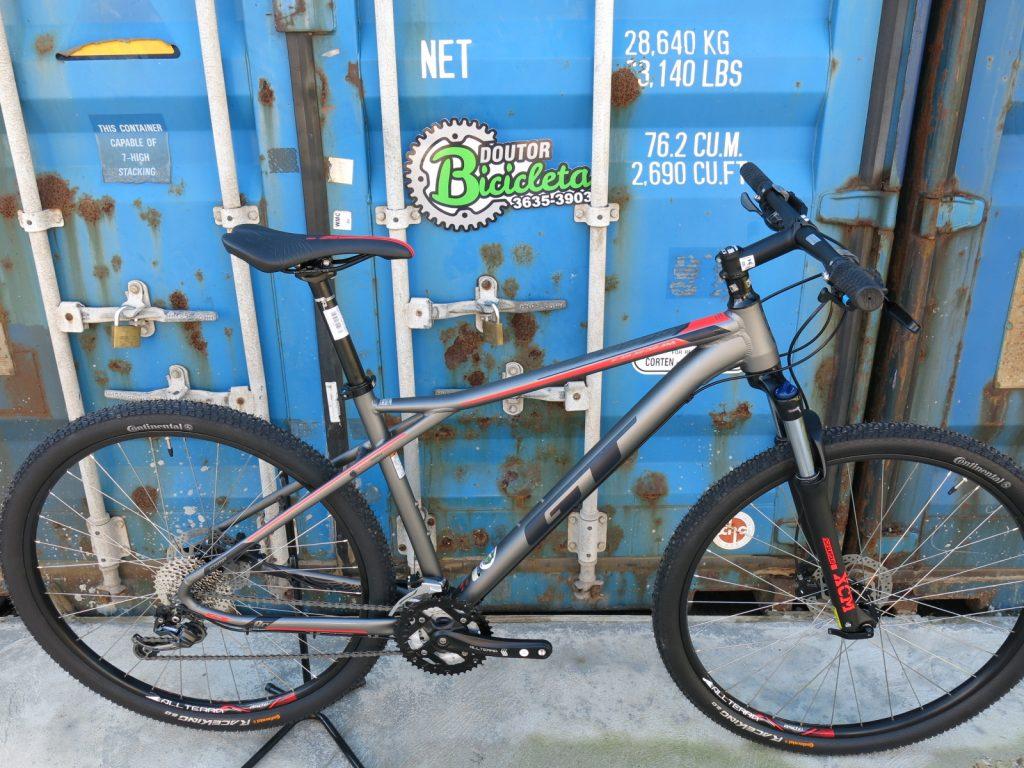Bicicleta intermediária GT Karakoram Comp