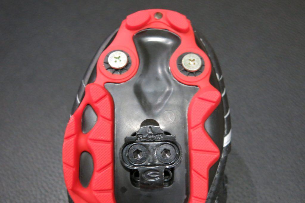 Taco acoplado na sapatilha
