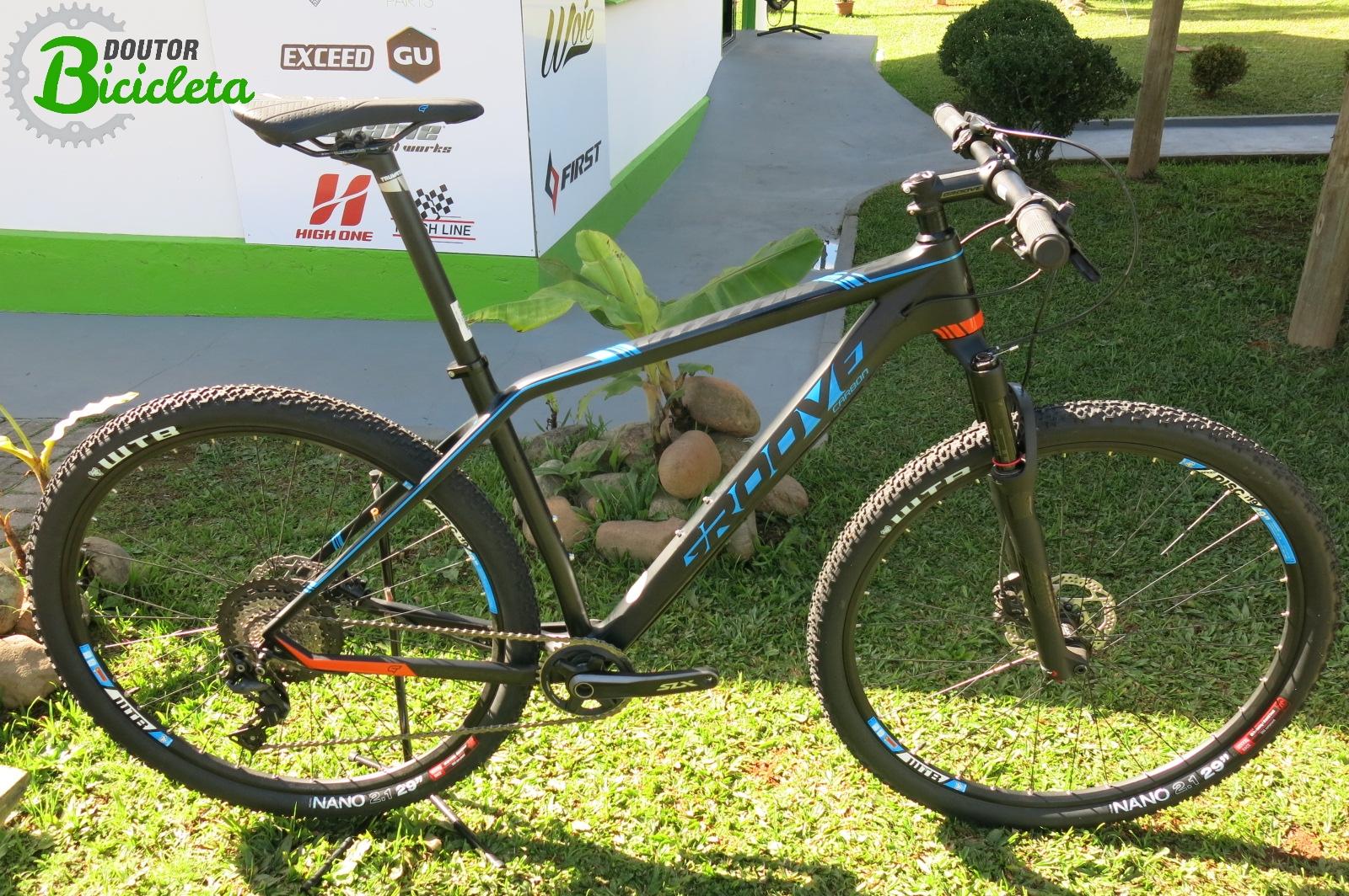 Bicicleta com quadro em fibra de carbono Groove Rhythm 70